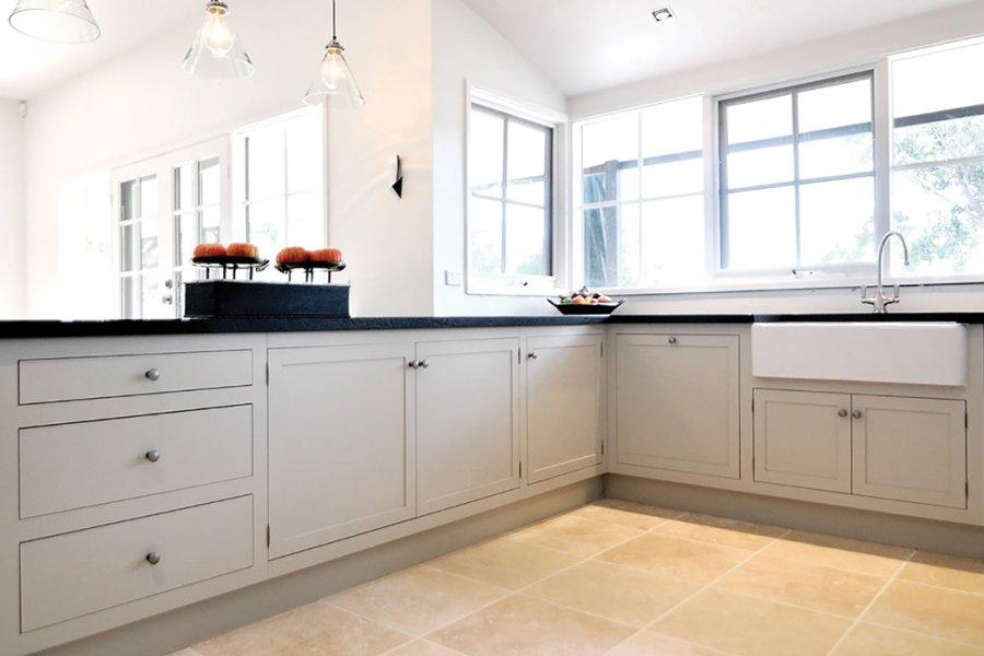 Kitchen design ideas kitchen renovation australian for Hampton style kitchen handles