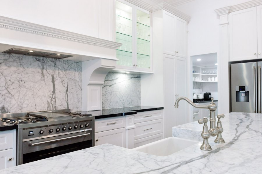 Boutique cabinetry makes this perrin rowe fitted kitchen for Alby turner kitchen designs