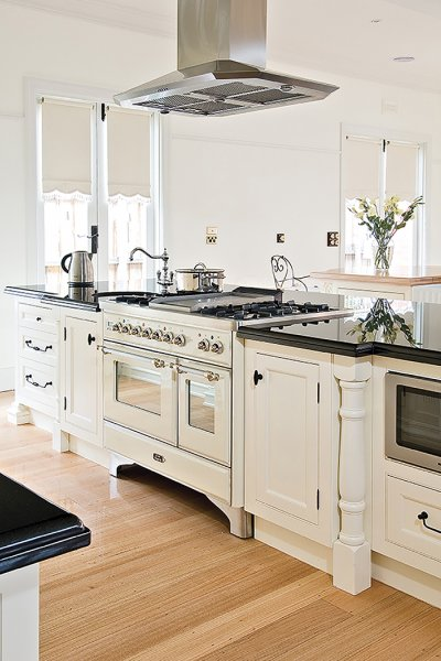 ORNATE FRENCH PROVINCIAL   KITCHEN